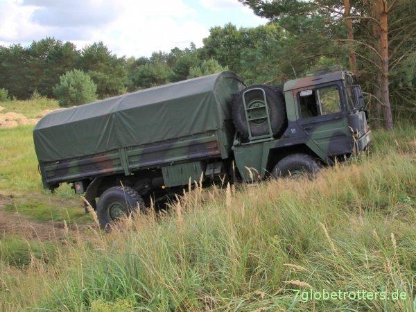 MAN KAT1 4x4 5 t mil glw, Bundeswehr mit Plane Pritsche im Gelände