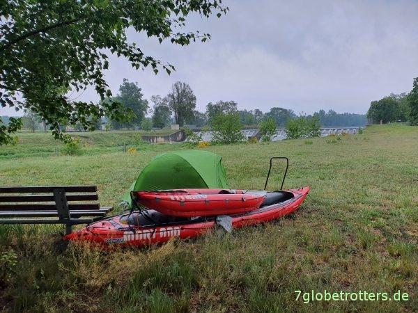 Zeltplatz auf der Festwiese am Wehr Klein Priebus, Lausitzer Neiße