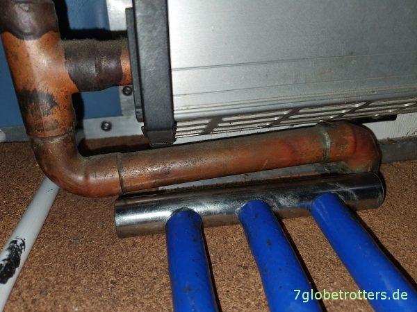 Einbau des Dreifachverteilers als Vorlauf der Fußbodenheizung in den Heizungsrücklauf