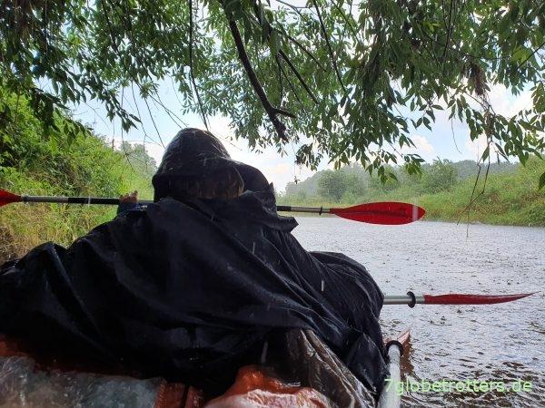 Paddelabenteuer und Hindernisse in der Neiße rund um Forst