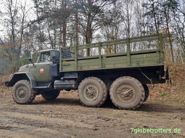 ZIL-131 mit V8-Benzinmotor