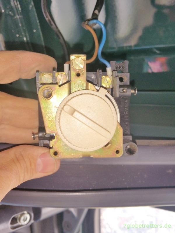 Zerlegtes Raumthermostat der Zusatzheizung