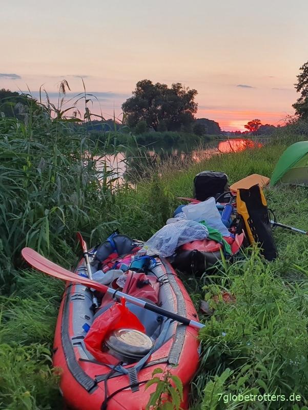 Paddelidylle an der Neiße mit Zelt und Boot