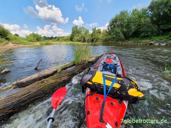 Test unseres Gumotex Seawave an der eingestürzten Eisenbahnbrücke von Forst