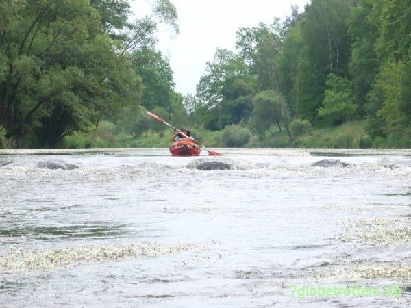 Sohlschwellen auf der Neiße im Gumotex Kinderboot Twist