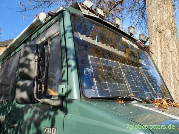 Faltbares Solarpanel 120 W Test hinter der Windschutzscheibe