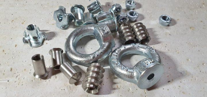 Sortiment an Schrauben und Muttern für den Wohnmobil-Ausbau