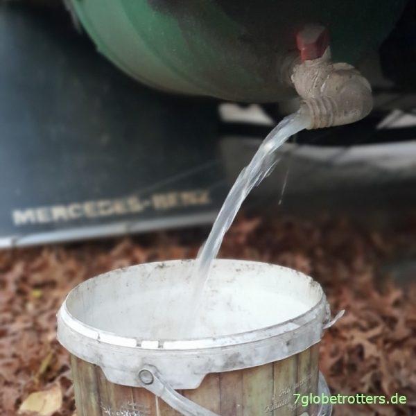 Ablassen von Abwassertank und Urintank vor dem Winter