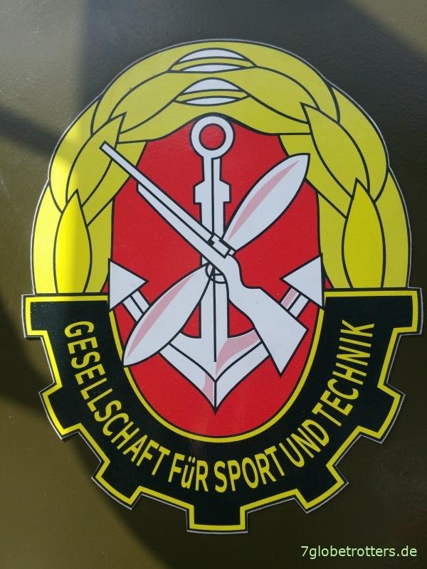 Emblem der Gesellschaft für Sport und Technik GST