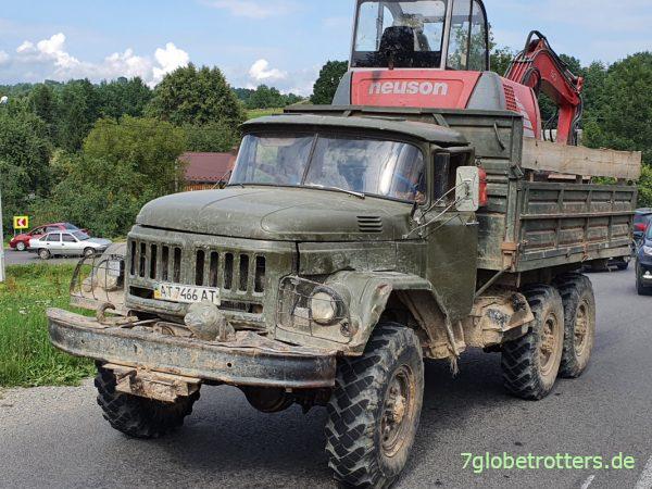ZIL-131 als Baggertransporter in der Ukraine