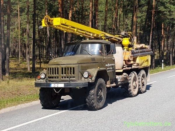 ZIL-131N mit Bohrgerät URB 2A2 Lettland, Riga