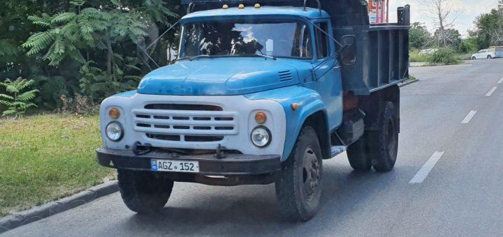 Blau-weißer ZIL-130 in Moldawien Chişinău