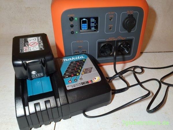 Aufladen des Akkus der Makita Bandfeile an der PowerBox