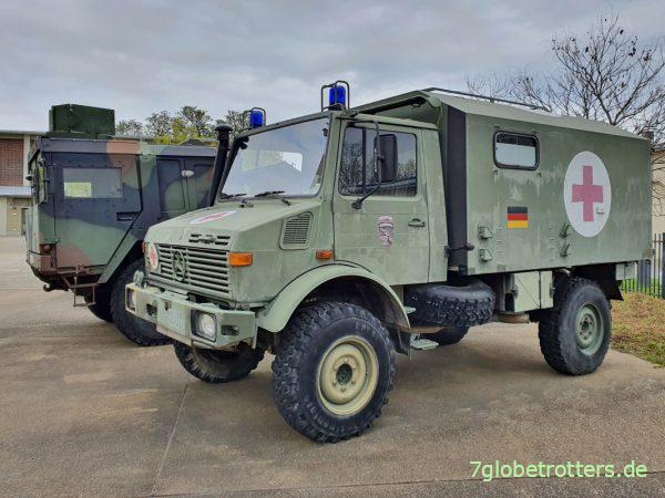 Unimog U 1300 L Krankenwagen ISAF mit Koffer