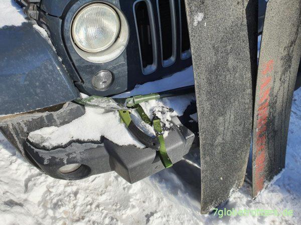 Bergeausrüstung für den Jeep: Klappsäge, Sägekette, Klappspaten und GFK-Bleche