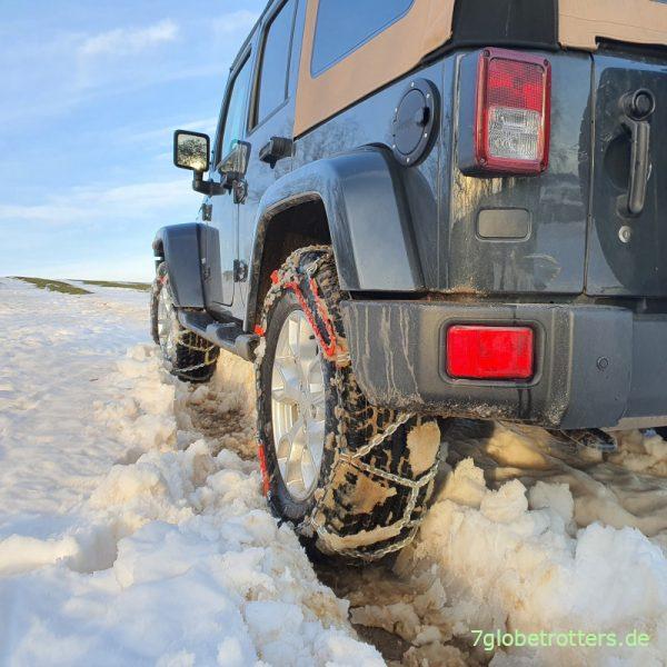 Test der Schneeketten auf dem Jeep Wrangler JKU