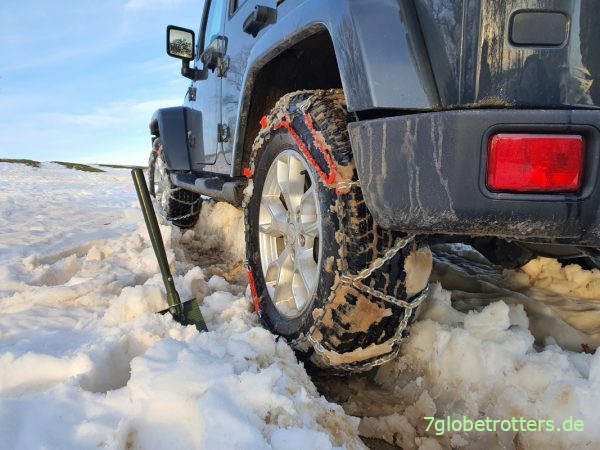 Klappspaten im Jeep ist immer gut