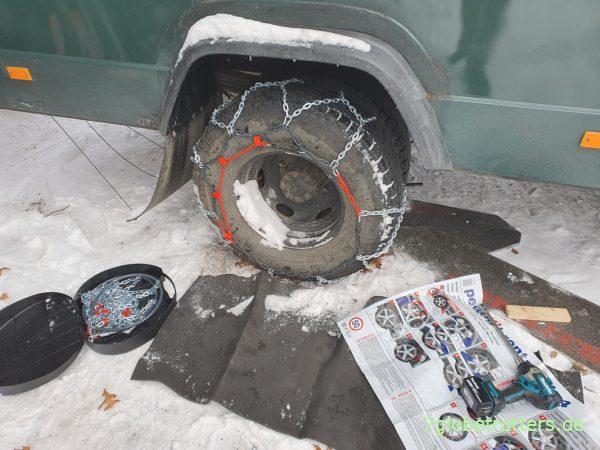 Dauer der Erstmontage der Schneeketten am Mercedes 711: 18 Minuten
