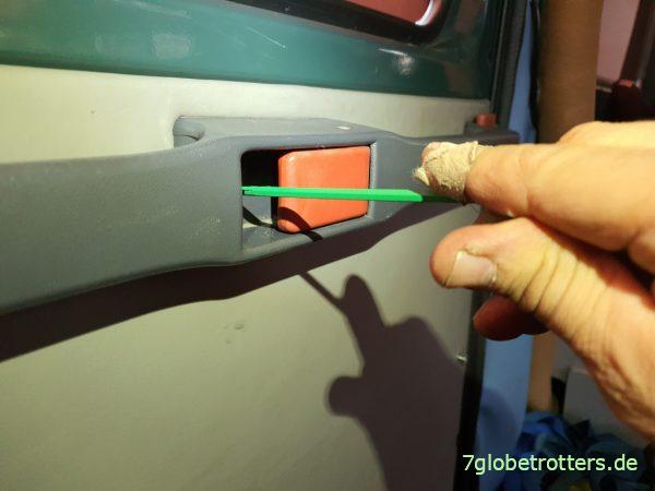 Montage Haltegriff und Schieber der Schiebetür am Mercedes T2N