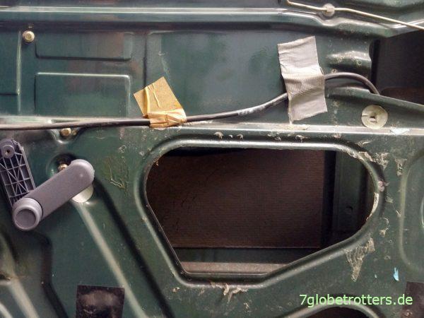 Reste der Dampfsperre in den Kastenwagen-Türen am Mercedes T2N