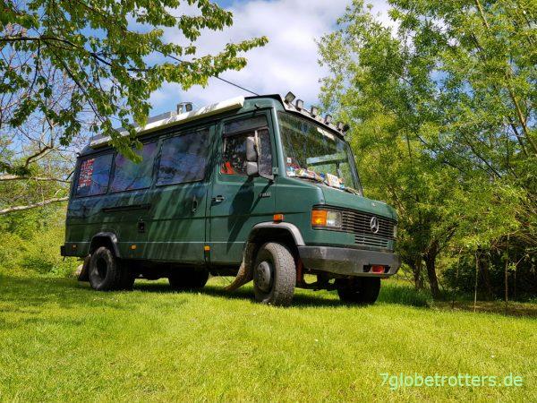 Nasse Wiese mit dem 4x2-Offroad-Camper