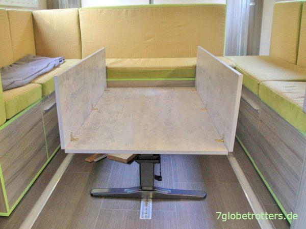 Zurrschienen mit Abdeckung und verschiebbares Tischgestell