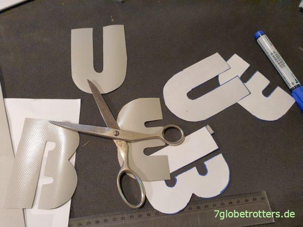 Buchstaben aus LKW-Plane / PVC-Folie zuschneiden