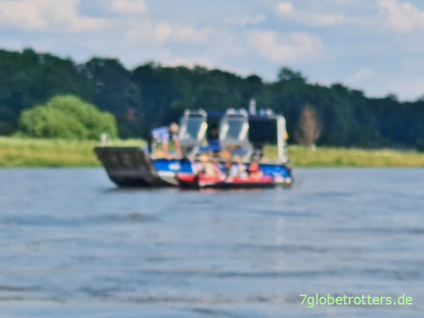 Kontrolle der Bootsbeschriftung durch die Wasserschutzpolizei