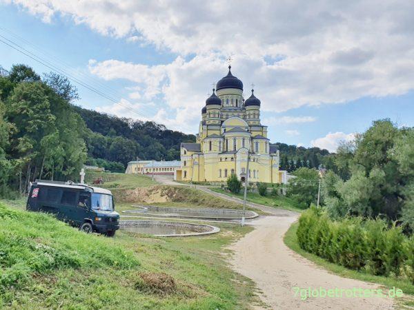 Moldawien: Pisten rund um Kloster Hâncu mit dem Mineralwasserbecken