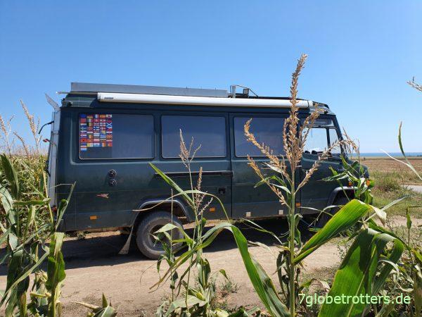 Platz im Maisfeld zum Luft aufpumpen mit dem Akku-Kompressor