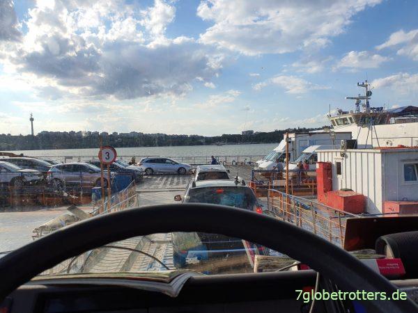 2 h Wartezeit an der Autofähre I.C. Brătianu - Galaţi über die Donau