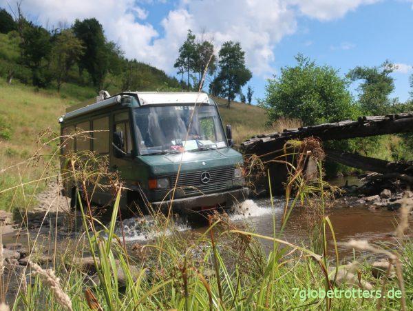 Wasserdurchfahrt mit dem Mercedes 711 ohne Allrad
