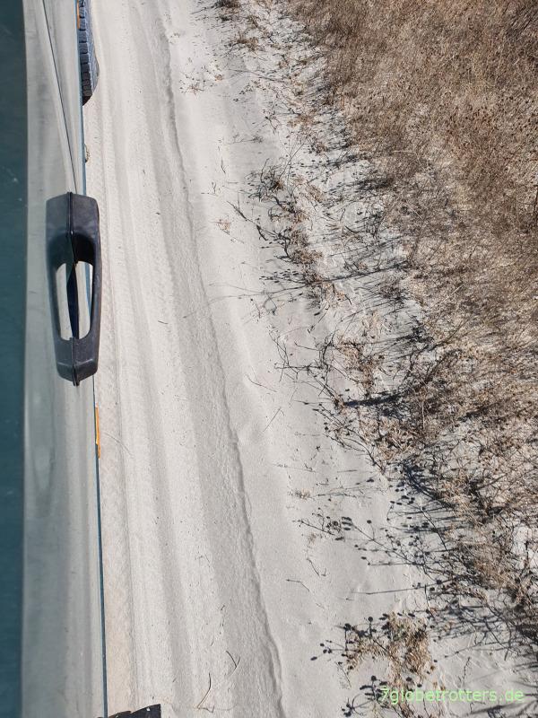Wohnmobil auf Sandpiste mit reduziertem Luftdruck am Zwillingsreifen