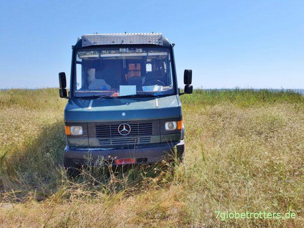 Wohnmobil mit reduziertem Luftdruck im Sand fahren