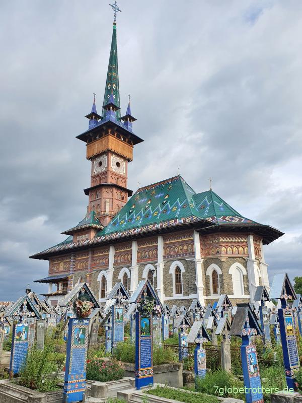 Fröhlicher Friedhof Săpânța Rumänien: Grabsteine mit lustigen Texten