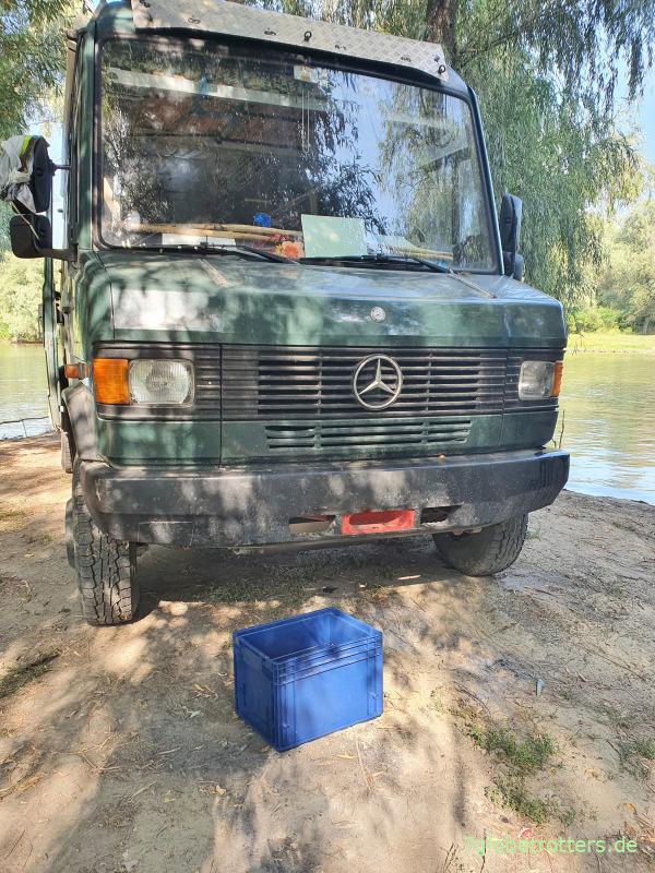 Wohnmobilwäsche mit Eurokiste und Donauwasser