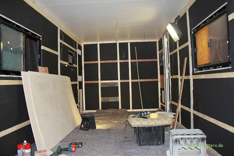 Kofferausbau: Fenstereinbau und Dämmung mit Montagerahmen (Seitz S 4 und Armaflex)