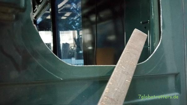 MB 711 Entgraten des Fensterausschnitts