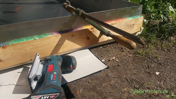 Anpassen der Dachwanne an die Form des Fahrzeugdachs