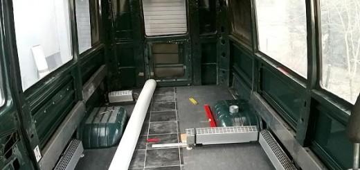h henverstellbarer tisch im wohnmobil mit gasfeder und. Black Bedroom Furniture Sets. Home Design Ideas
